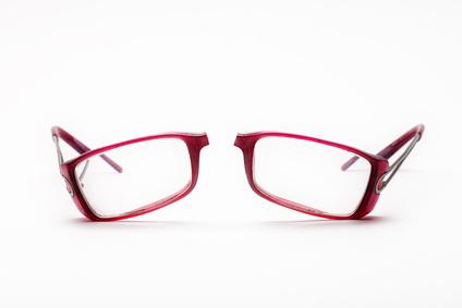 Kittung von Kunststoffbrillen